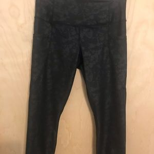 Yogalicious l Patterned Crop Legging Sz Med